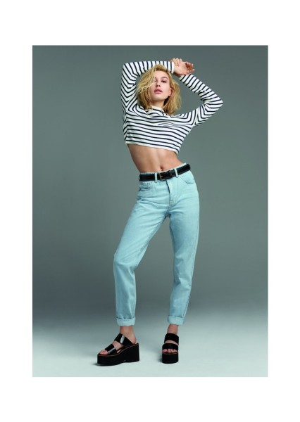 Ms. Baldwin models TOPSHOP's mom jeans (Photo: TOPSHOP).