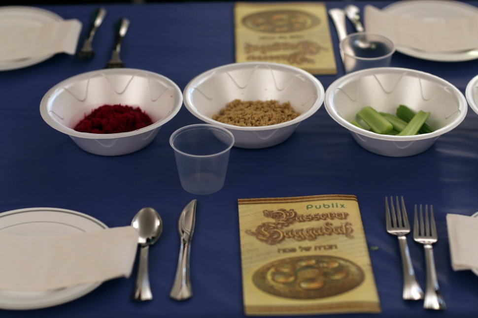 Miami Beach Community Celebrates First Night Of Passover With Seder