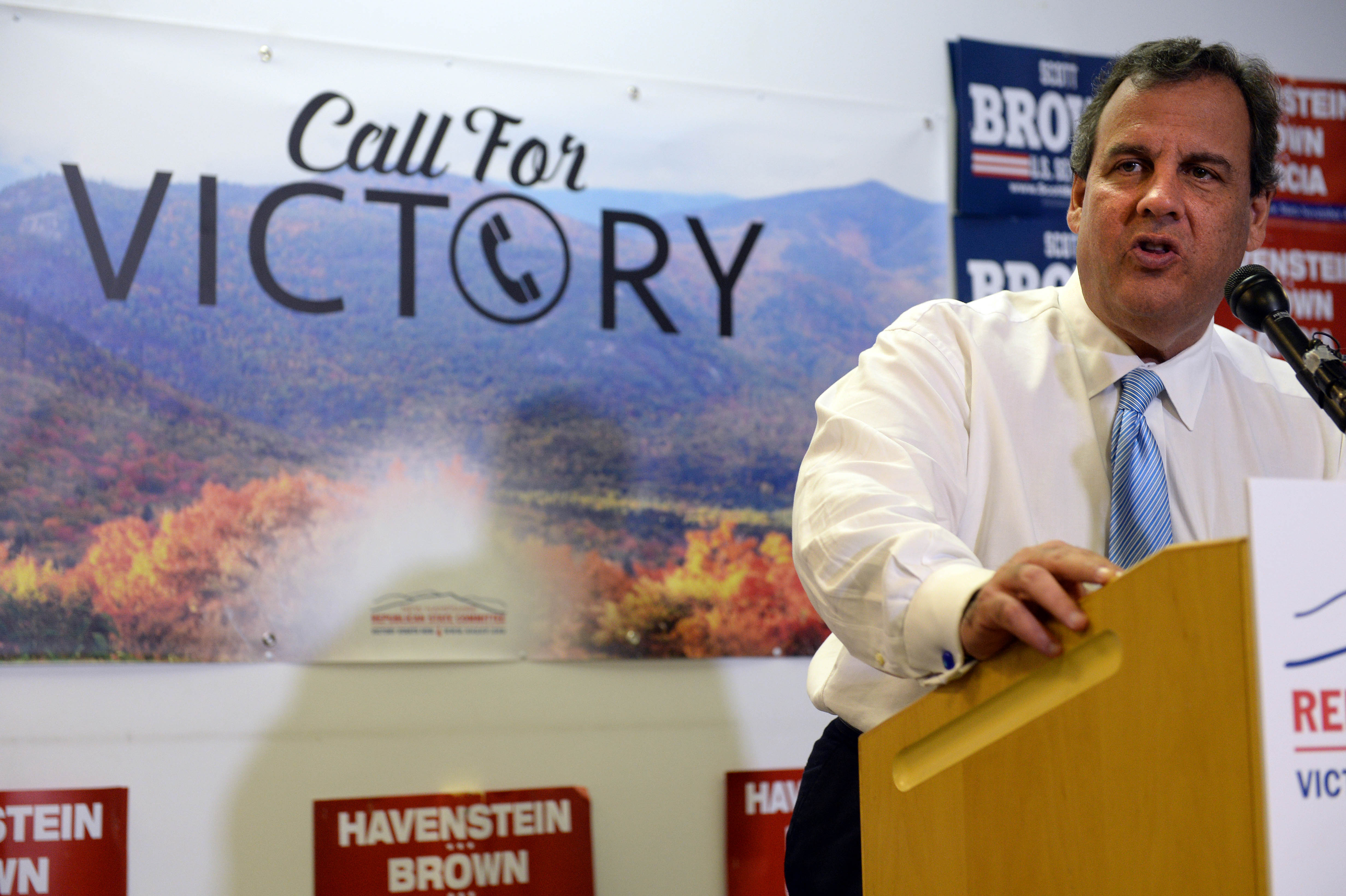 New Jersey Gov. Chris Christie speaks at the New Hampshire GOP's headquarters in Salem, where he introduced Senate candidate Scott Brown on September 17, 2014. (Darren McCollester/Getty Images)