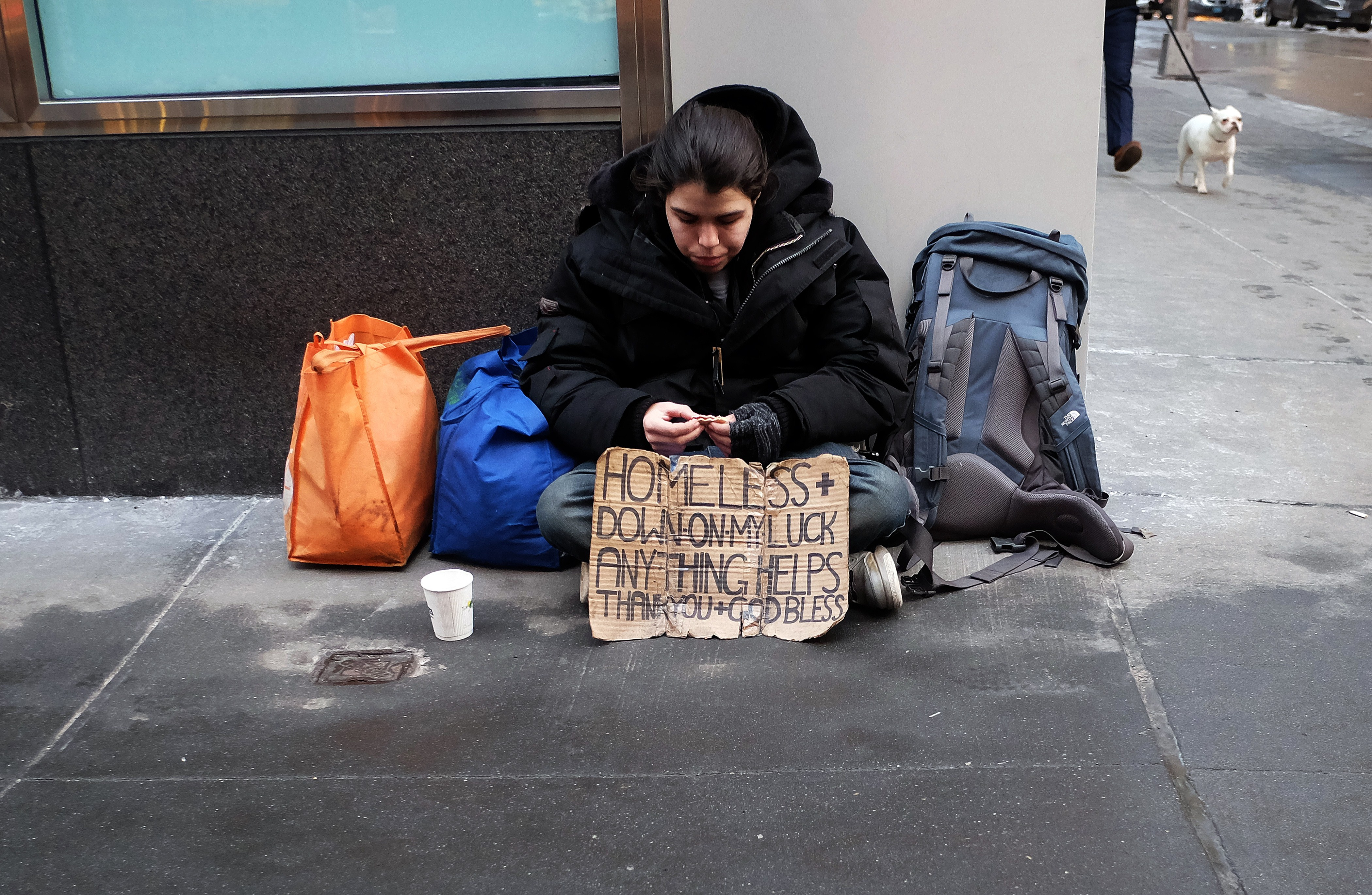 A homeless woman begs for help on the street (Photo: Jewel Samad/AFP/Getty Images)