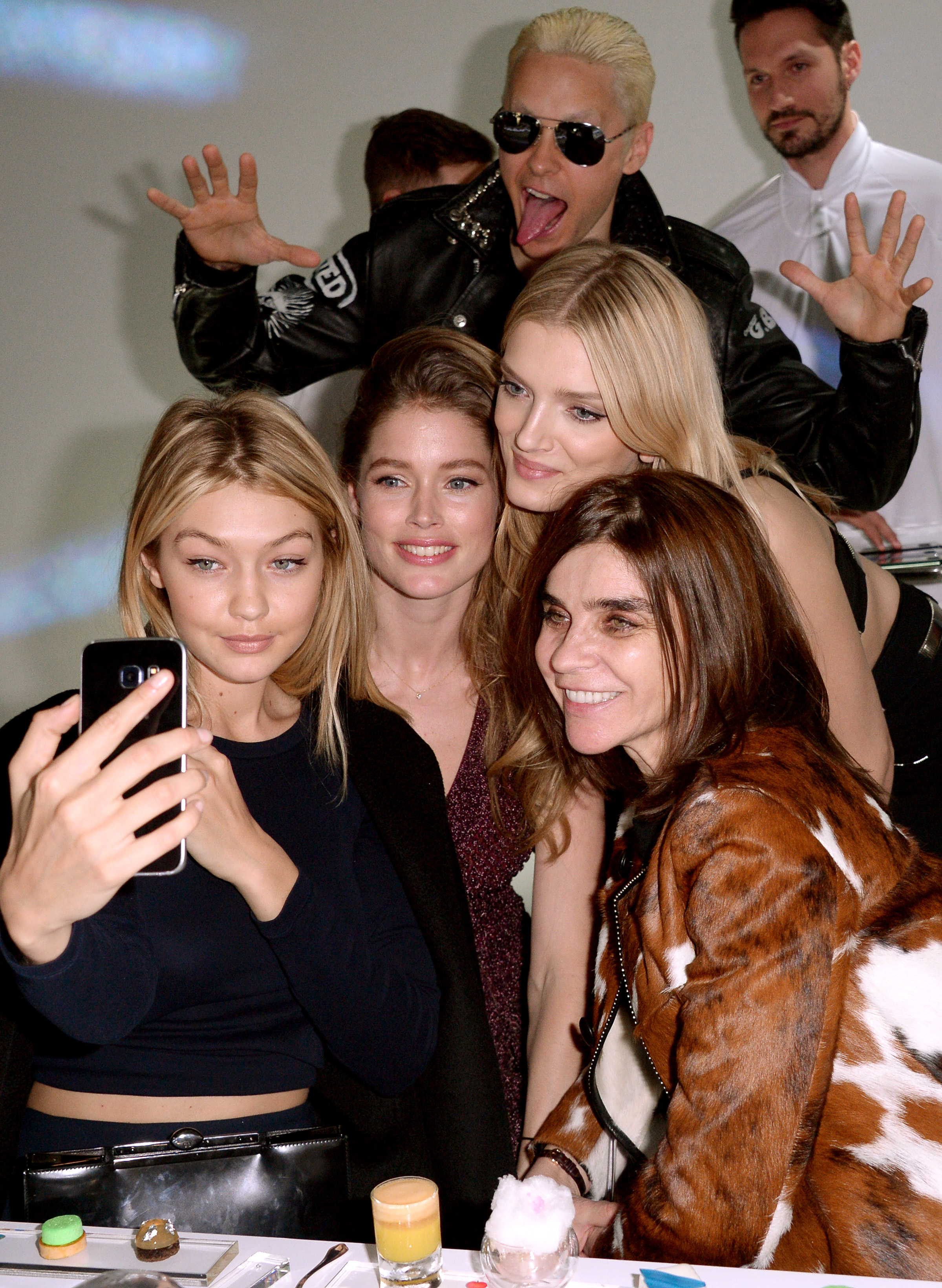 Jared Leto photobombs Gigi Hadid, Doutzen Kroes, Lily Donaldson and Carine Roitfeld (Photo: Getty).