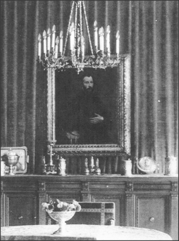 'Portrait of a Gentleman' hanging in the apartment of Julius Priester, Vienna, undated (Photo courtesy of CLAE).