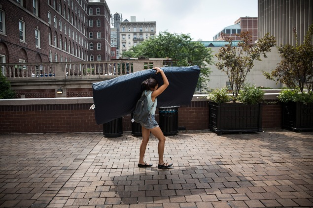 Emma Sulkowicz carrying her mattress around Columbia to protest her accused rapist's continued presence on campus. (Photo: Getty Images)