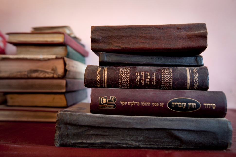 Zebulon Simantov's library of old Hebrew books. (Photo: Paula Bronstein/Getty Images)