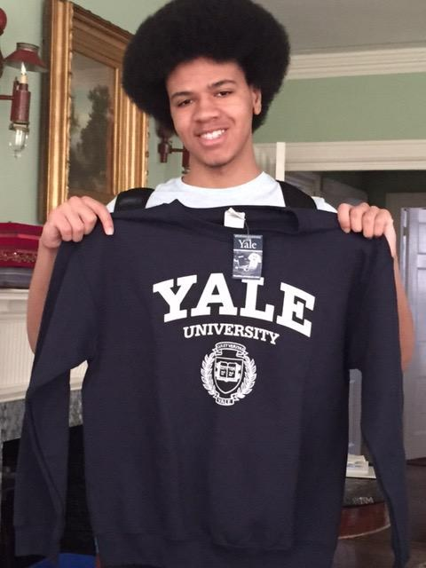 A picture of Dante tweeted by his mother, Chirlane McCray, when he chose Yale.