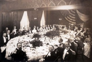 Dinner at Delmonico's in 1906 (courtesy Wikipedia).