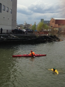 Christopher Swain swims the Gowanus Canal accompanied by his support crew (Photo: the Observer/Aisling Brennan)