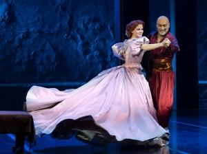 Kelli O'Hara and Ken Watanabe in The King and I. (Photo: Paul Kolnik)