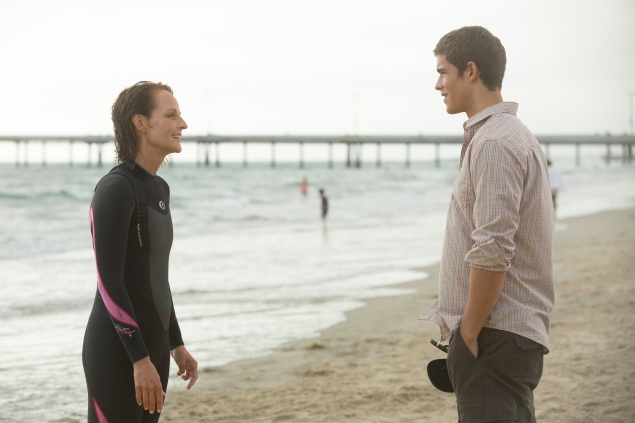 Helen Hunt and Brenton Thwaites in Ride.