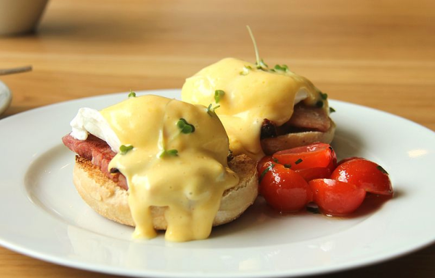 What kind of New Yorker does not want their guests to buy them brunch? (Photo: Wikimedia Commons)