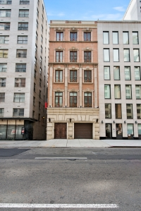 The rebuilt 22 East 63rd Street.