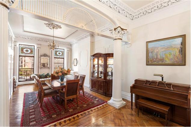 A grille charmingly reminiscent of a birdcage stretches beneath an arch on the parlor floor.