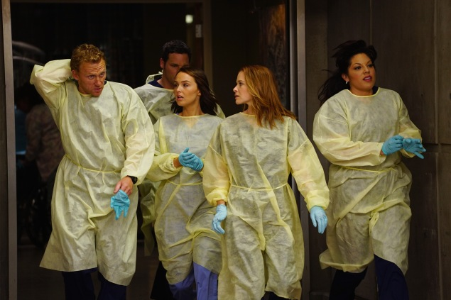 "GREY'S ANATOMY - ""Time Stops"" - The doctors of Grey Sloane Memorial Hospital are forced to put their emotions aside when a catastrophic event occurs, on ""Grey's Anatomy,"" THURSDAY, MAY 7 (8:00-9:00 p.m., ET) on the ABC Television Network. (ABC/Richard Cartwright) KEVIN MCKIDD, JUSTIN CHAMBERS (OBSCURED), CAMILLA LUDDINGTON, SARAH DREW, SARA RAMIREZ"
