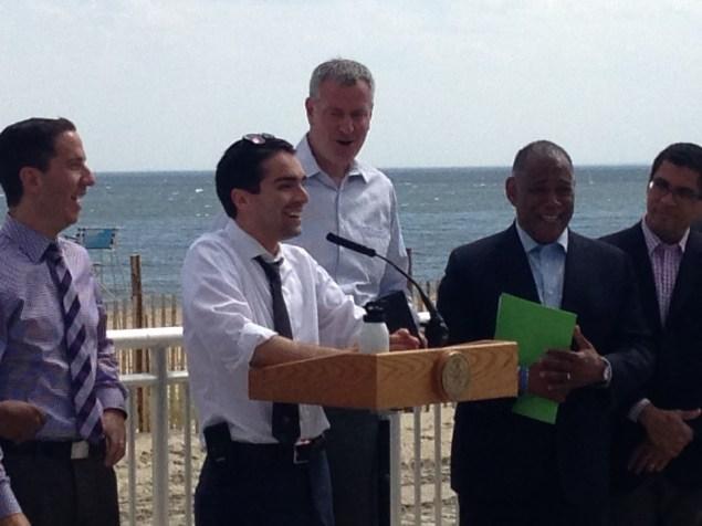 Councilman Eric Ulrich with Mayor Bill de Blasio today (Photo: Will Bredderman/New York Observer).
