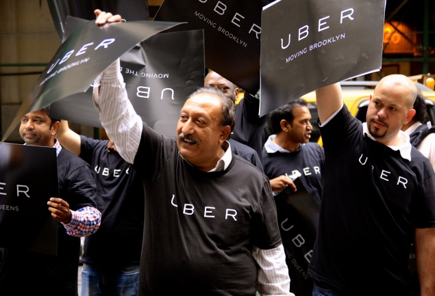 Uber drivers protest the Proposed FHV Dispatch App Rules Thursday morning outside TLC Headquarters on Beaver Street. (Giulia Olsson/The Observer)