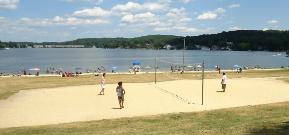 Lake_Hopatcong_State_Park_NJ_volleyball_game