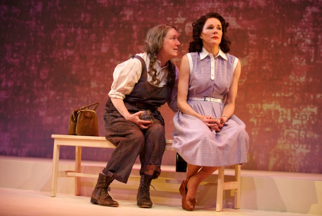 Kristine Nielsen and Carolyn McCormick in What I Did Last Summer. (Photo: Joan Marcus)