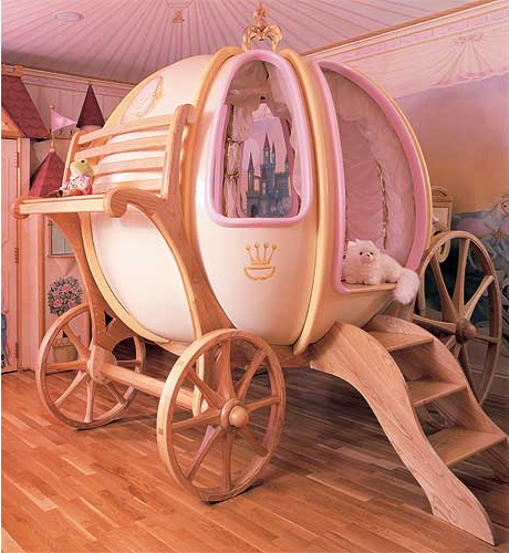 A crib fit for a royal baby. (Photo: PoshTots)