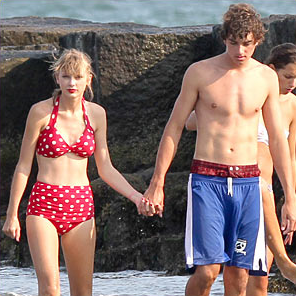 Taylor Swift rocks the high-waisted bikini. (Photo: JustJared.com)
