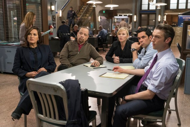 """LAW & ORDER: SPECIAL VICTIMS UNIT -- """"Surrendering Noah"""" Episode 1623 -- Pictured: (l-r) Mariska Hargitay as Olivia Benson, Ice T as Odafin """"Fin"""" Tutuola, Kelli Giddish as Amanda Rollins, Danny Pino as Nick Amaro, Peter Scanavino as Dominick """"Sonny"""" Carisi, Jr. -- (Photo by: Michael Parmelee/NBC)"""