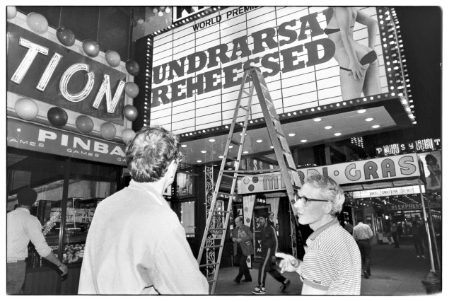 """Man confused about the spelling of new movie"" (Photo: © THE CITY by Andrew Savulich, published by Steidl www.steidl.de)"