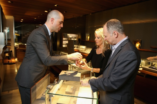 The couple took a closer look at some of David Yurman's pieces. (Photo: Neilson Barnard/Getty Images for David Yurman)