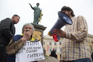 Anti-Putin demonstrators in Odessa. (AFP Photo/Anatolii Stepanov/Getty)