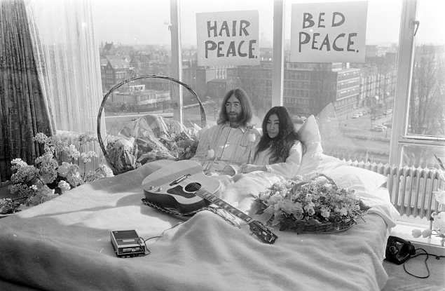 Yoko Ono, Bed-In for Peace (1969). (Photo: National Archives)