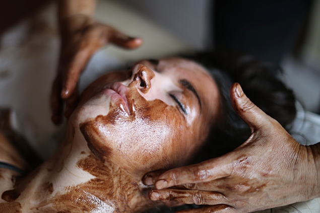 The real news is that chocolate massages exist—at least, in Italy. (Photo: Getty Images)
