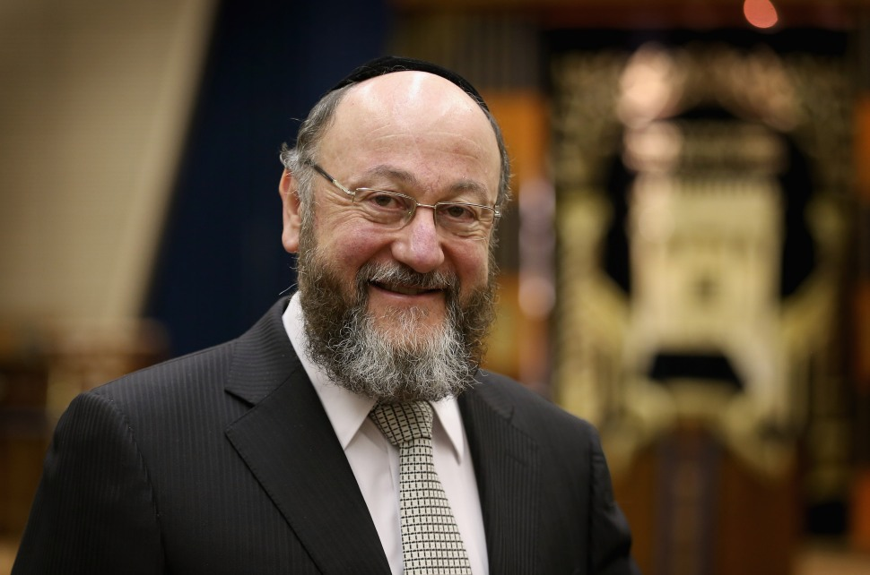 LONDON, ENGLAND - DECEMBER 19: The new Chief Rabbi Ephraim Mirvis is announced at St John's Synagogue on December 19, 2012 in London, England. Rabbi Ephraim Mirvis, who was former chief Rabbi of Ireland, will succeed Lord Jonathan Sacks when he steps down from the post next year. (Photo by Chris Jackson/Getty Images)