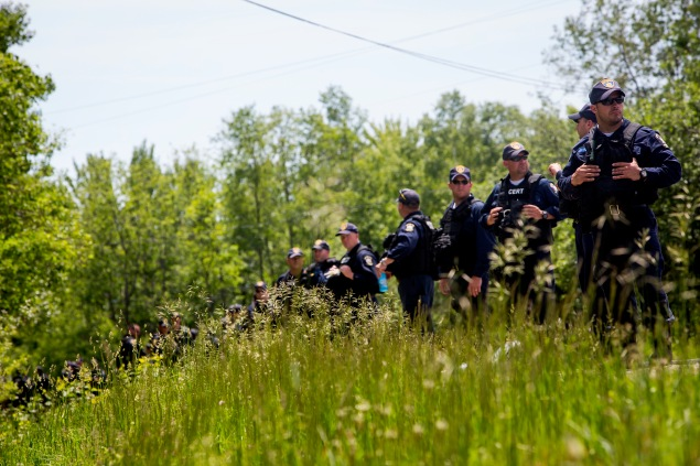 SARAN, NY - JUNE 14: Law enforcement personnel search for escaped murderers in Saranac, New York. Photo by Eric Thayer/Getty Images)