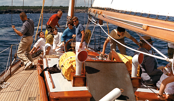JFK sails with his wife Jackie and others in August 1962. (Photo: Robert Knudsen/White House and John Fitzgerald Kennedy Library)