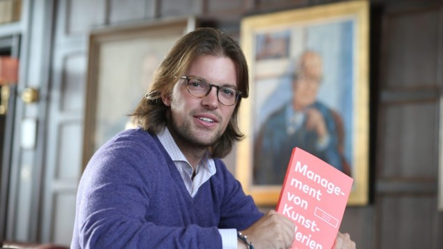 Mangus Resch and the German version of his book, Management of art Galleries. (Photo: courtesy of Frank Senftleben)