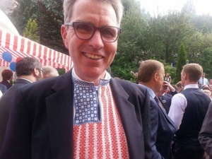 Even US Ambassador to Ukraine Geoffrey Pyatt gets in on the 'vyshyvanka' from time to time to show American support for Ukrainian tradition.