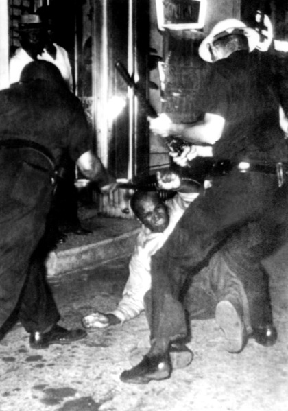 New York policemen armed with night-sticks beat 20 July 1964 in Harlem an Afro-American protesting segregation. Several successive nights of race riots in New York State prompted Governor Rockefeller to send in the National Guard to quell the violence. 500 arrests were made and a curfew imposed. (Photo: AFP/Getty Images)