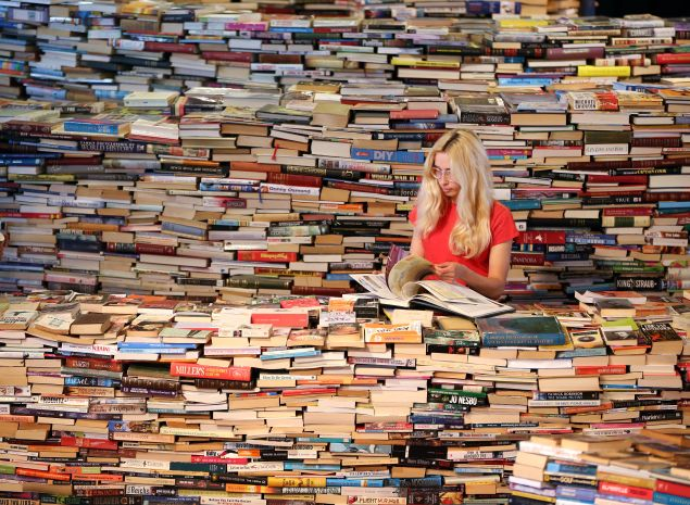 So many books. (Photo: Getty)