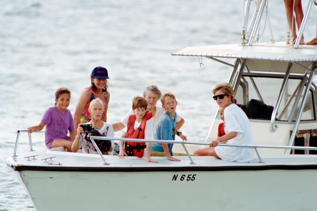 Princess Diana and a young Prince Harry on a 1993 trip to the British Virgin Islands.  (Photo: PAUL J. RICHARDS/AFP/Getty Images)
