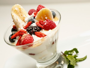 Banana Yogurt Split with Berries (Photo Cindy Ord/Getty Images for Cat Cora)