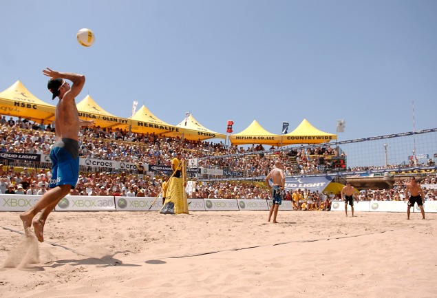 The AVP Pro Beach Volleyball Tour hits NYC this weekend. (Photo: Getty Images)