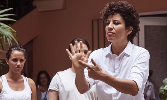 Francisca Benitez, Son en Señas, (2015), Performance view at La Habana Bienal. (Photo by Mariella Sola. Courtesy the artist)