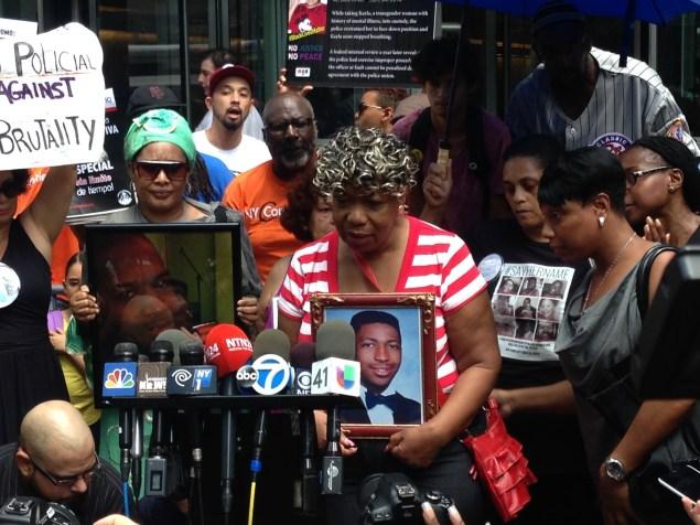 Eric Garner's mother speaks at a demonstration outside Gov. Andrew Cuomo's office. (Photo: Will Bredderman/New York Observer)