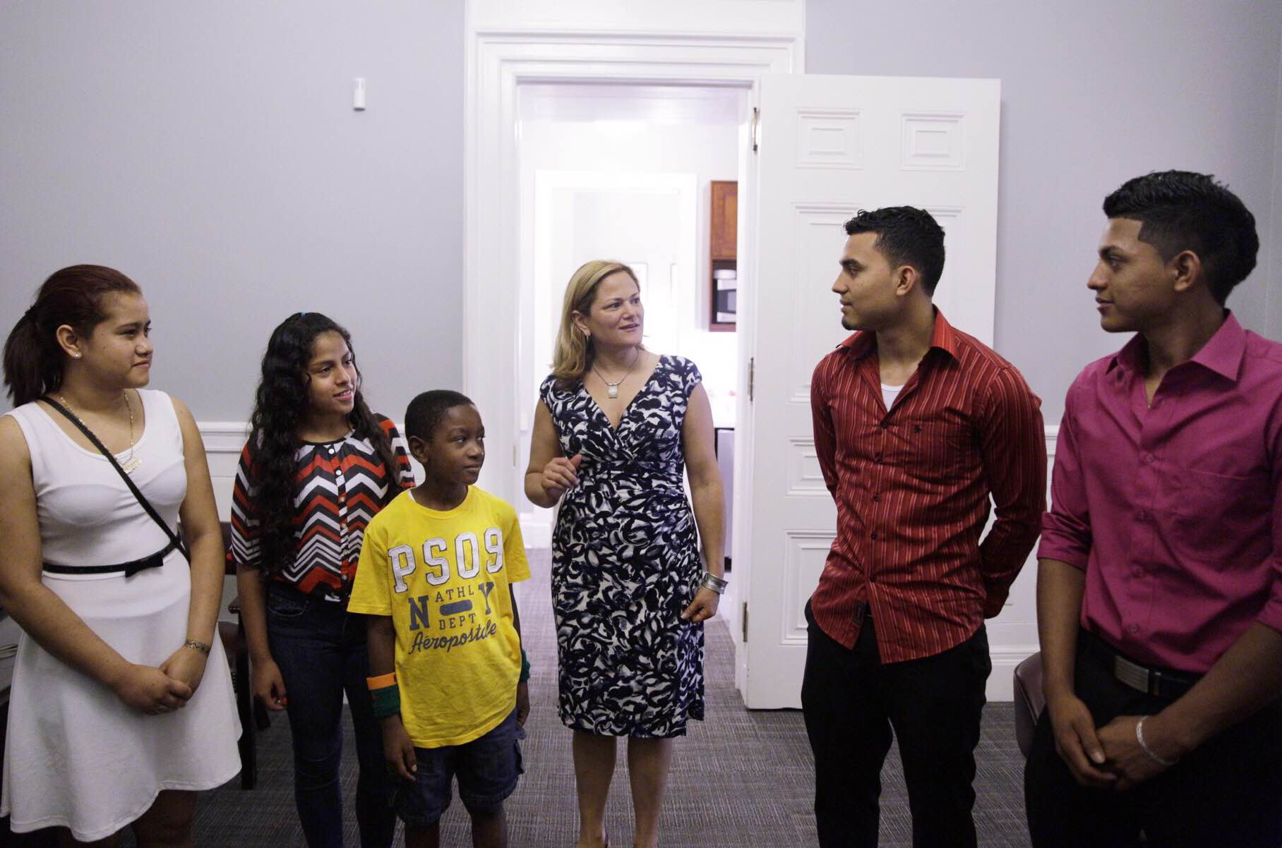 Melissa Mark-Viverito stands with children who arrived alone in the United States without documents. (Photo: William Alatriste/New York City Council)