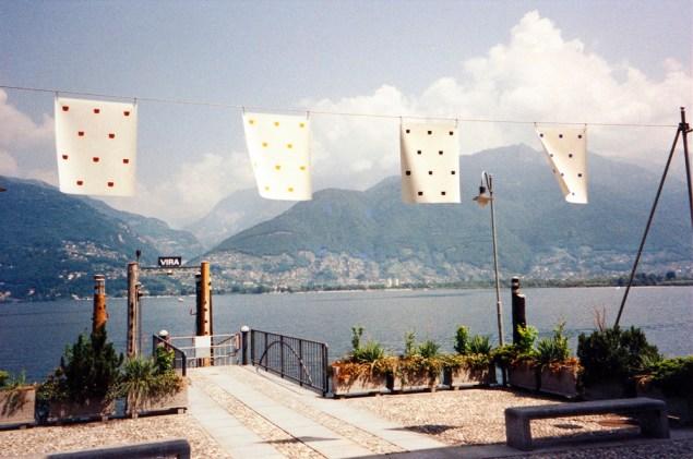 Niele Toroni, Travail/peinture pour le lac Majeur, 2003. (Photo: courtesy of the artist)