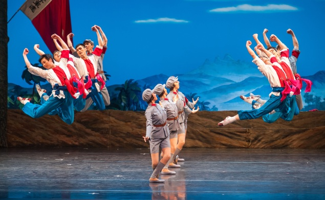 The National Ballet of China in The Red Detachment of Women. (Photo: courtesy ©Stephanie Berger)