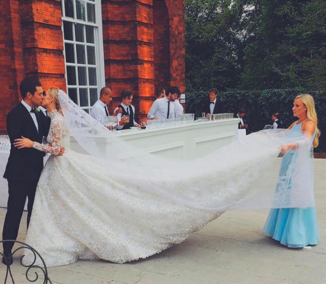 Ms. Hilton's Valentino wedding gown. (Photo: Instagram/Nicky Rothschild)