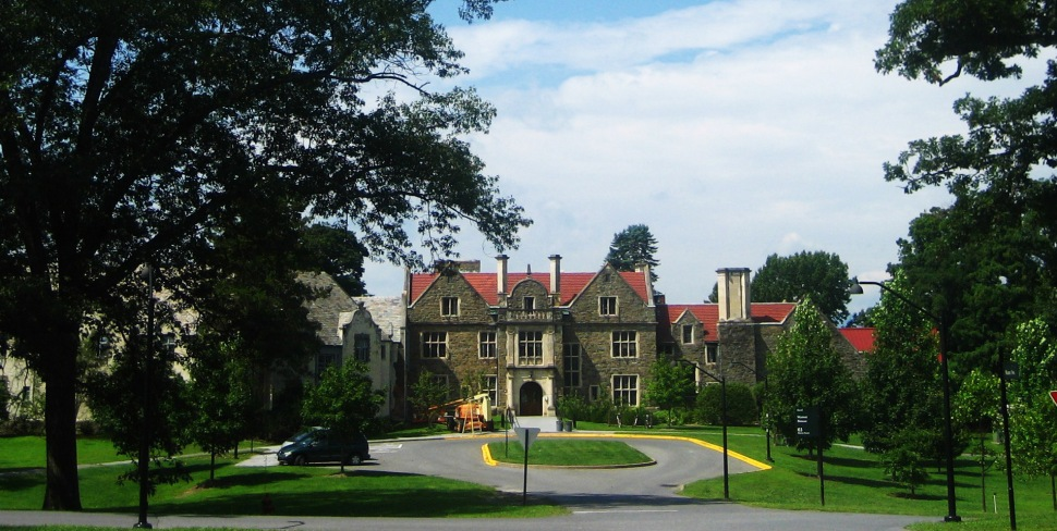 Picturesque Ward Manor at picturesque Bard College. (Ben Ramirez /Wikimedia Commons)