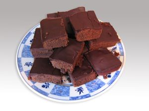 1280px-Chocolate_brownies_without_table