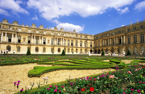 View of the Palace of Versailles' garden in the courtyard. (Photo: Education Images/UIG via Getty Images)