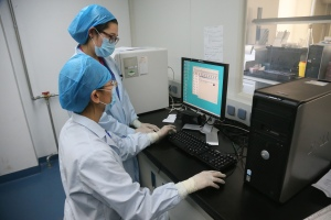 This photo taken on April 16, 2013 shows doctors waiting for the results of an experiment as they use a computer in Beijing Center of Disease in Beijing. A seven-year-old girl who contracted the deadly H7N9 strain of bird flu was to leave a Beijing hospital on April 17, staff said, as the death toll from the virus in China remained at 16.  CHINA OUT   AFP PHOTO        (Photo credit should read STR/AFP/Getty Images)