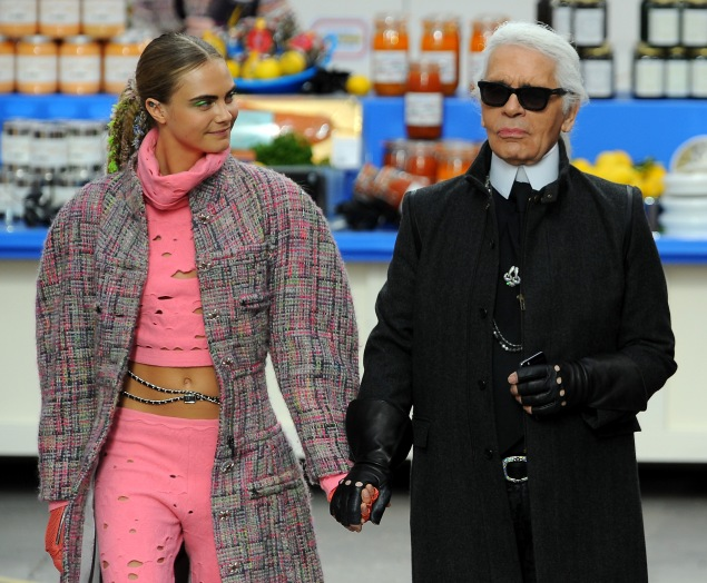 Cara Delevingne and Karl Lagerfeld at Paris Fashion Week in 2014. Photo: Getty Images)